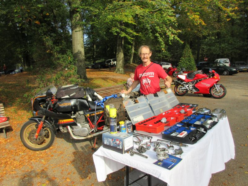 Sunday 14 oct 2018 Ducati Club Netherlands Meeting Herman Jolink with his Ducati Bevel parts left the Ducati Mille S2 where we put on the Ducati Bevel Parst