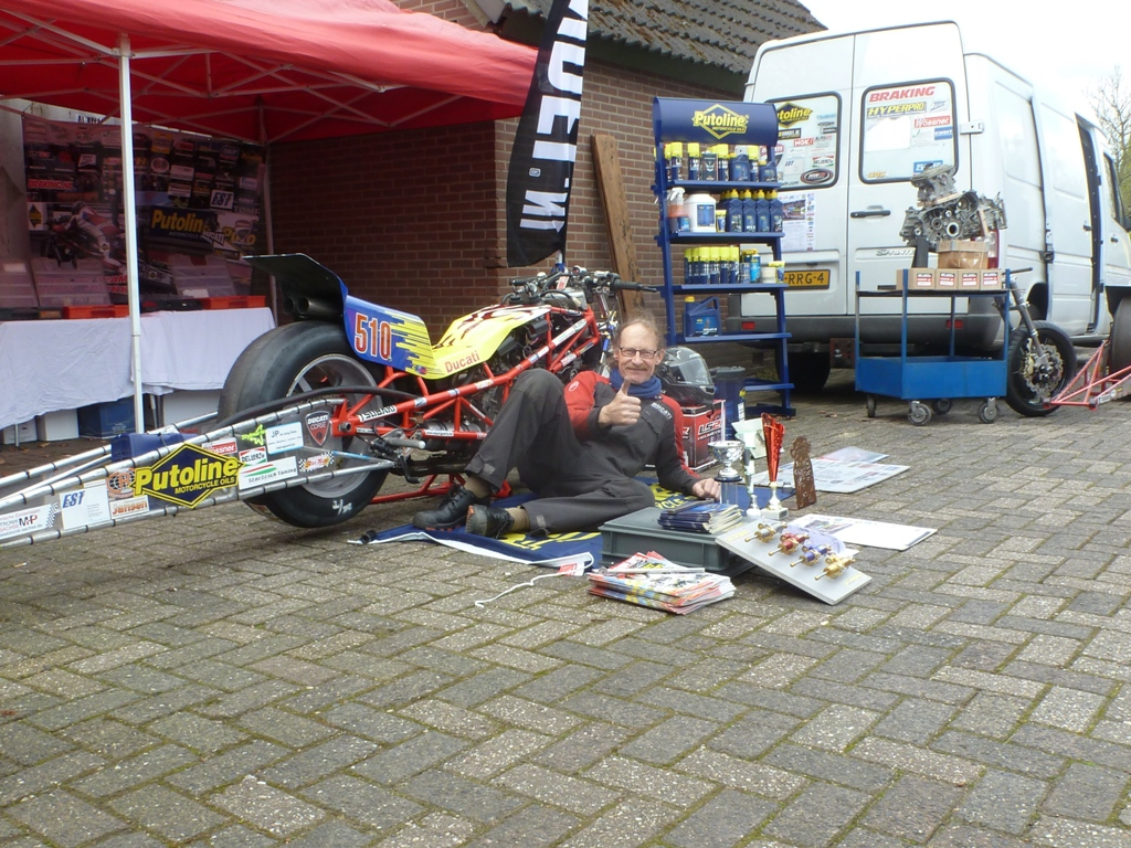 Saterday 15 april 2017 Ducati Bevel Day at Star Twin Netherlands. Herman jolink ligging for the Ducati 1198 RS Drag Bike on the body new  Special Paint bij Moto Paint  Kruisland by Cees v d Bosch. and  Promoting the new Oil Sponsor,  Putoline Motorcycle Oil made in the Netherlands