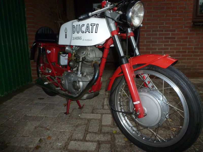 7 oct 2017 24 Horas Mototrans Ducati 250 cc one cylinder build 1972 in Barcelona Spain