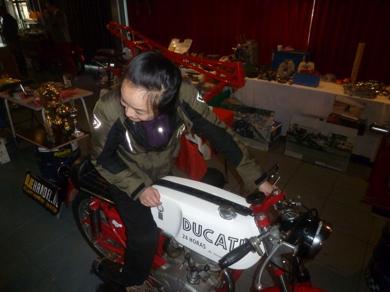 13-14 january 2018 Rosmalen Netherlands jong lady on the Ducati 24 Horas 250 one cylinder Ducati she love the bike