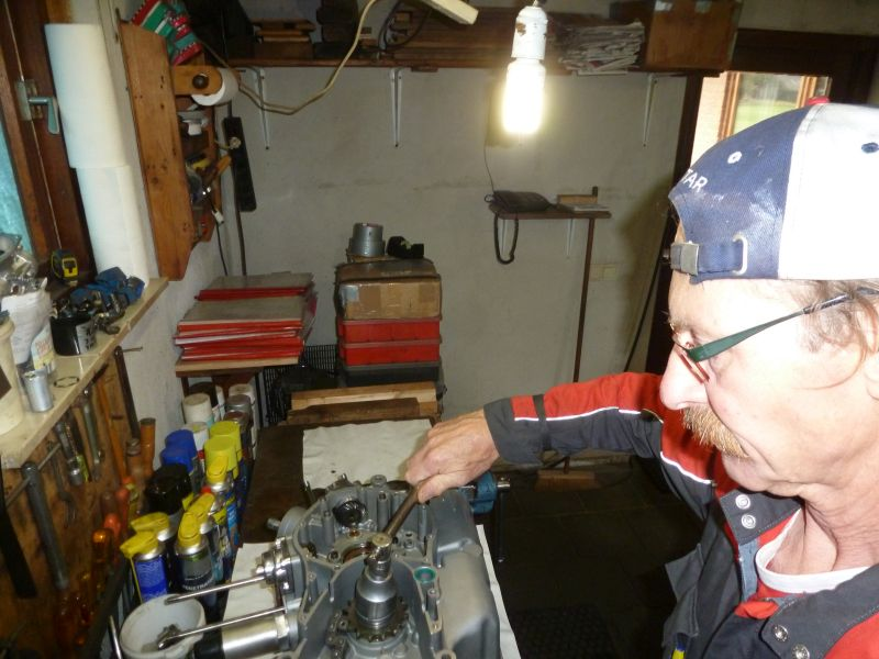21 sep 2018 Ducati Bevel Heaven ftom Herman Jolink tighthing the front chain sprocket then we shim out the gearbox from the Ducati Bevel Square Bosch V-Twin